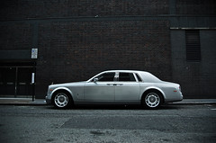 Rolls-Royce Phantom (Willem Rodenburg) Tags: street 3 london car photoshop silver shopping grey nikon unitedkingdom centre united picasa kingdom rollsroyce blingbling rolls bling 1855 phantom luxery royce luxe engeland willem londen lightroom d40 rodenburg expensieve