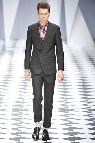 SS11_Milan_Versace0009_Adrian Wlodarsk(VOGUEcom)