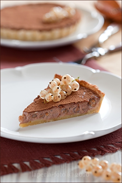 Tart with white currant and cheese