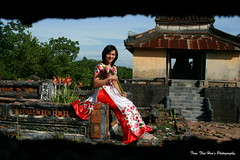 Nét Huế (DulichVietnam360°) Tags: travel people woman girl beautiful beauty fashion wonderful costume student women vietnamese centre femme vietnam belle jolie tradition charming mode traditionalcostume hue fille sen tombeau hué aodai étudiante việtnam đẹp vietnamienne charmante áodài thiếunữ lăng huecity nữsinh chândung thờitrang miềntrung congái hueimperialcity mongmanh vietnamesenationalcostume quyếnrũ duyêndáng vietnamesetraditionalcostume hiềnthục trangphụctruyềnthống đoantrang bonjourvietnam dulichvietnam360 villedehué villedehue dịudàng dilichvietnam360 cốđôhuế trầntháihòa lăngtẩm senhồng trầntháihòaphotography huécitéimpérial gáihuế tranthaihoastudio hiềndịu