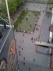 Blick vom Centre Pompidou auf den Strawinski-Brunnen von Niki de Saint Phalle, Paris