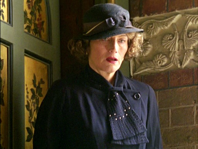poirot_afterthefuneral_mother