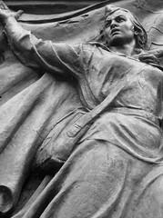 Berlin-Schönholz, Sowjetisches Ehrenmal, 2009 (Thomas Lautenschlag) Tags: sculpture berlin bronze skulptur relief pankow plastik sowjetischesehrenmal niederschönhausen bildhauerei берлин schönholz schönholzerheide thomaslautenschlag germanenstrase iwangawrilowitschperschudtschew