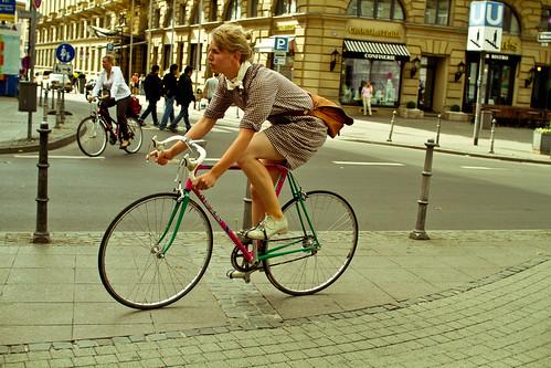 Bici de carreras y vestido
