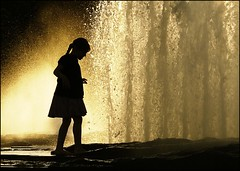 Berlin (josef.stuefer) Tags: light sunset berlin water fountain girl silhouette backlight evening drops child play lustgarten josefstuefer