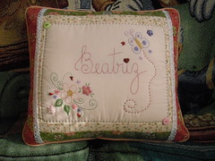 (Deda Wickert) Tags: flores embroidery pillow patchwork borboletas bordado frase almofadas joaninhas frasebordada