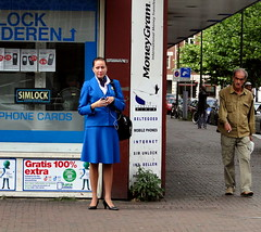 (bogers) Tags: blue netherlands dutch blauw den nederland denhaag hague bleu klm haag stewardess bogers the stationsplein stationsbuurt 20100805