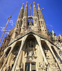 La Sagrada Familia (Diego Rayaces) Tags: barcelona art architecture canon arquitectura arte gaudi modernismo 2010 artemodernista rayaces