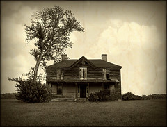 No Sign of Life (History Rambler) Tags: old house abandoned home architecture rural vintage south country northcarolina haunted spooky southern vacant weathered decayed warrencounty oncewashome