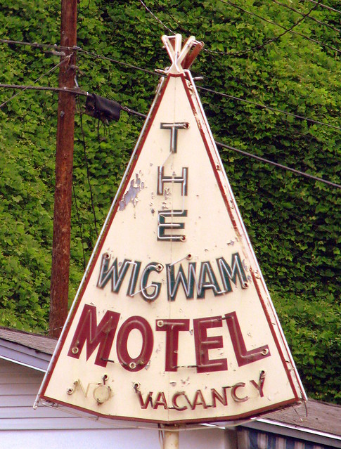 The Wigwam Motel neon sign