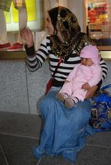 DSC_1104 (Arimaque) Tags: woman baby roma berlin babies femme kinder enfants femmes frauen romani rroma rroms rumnien friedrichstrase