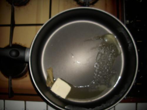Faire fondre le beurre dans la sauteuse