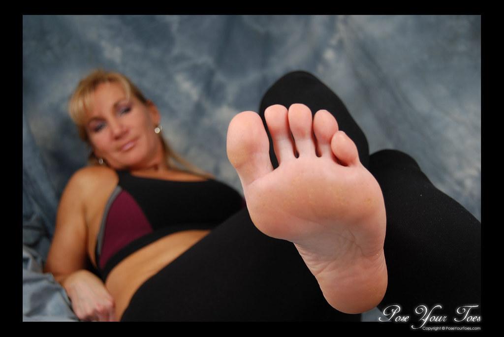 foot lick toe