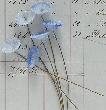 G1558_BlueWhite_Flowers_wWireStem