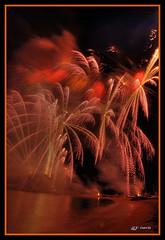 Palmeres al vent / Palmeras al viento / Palm at the win (Pere Garcia Gmez) Tags: fireworks catalonia girona costabrava fuegosartificiales fuegos vuurwerk blanes pyrotechnics feuerwerk feudartifice  artificiales ilotulitus fogosdeartifcio palomera fiestamayor havaifiek  ohostroj fyrvrkeri  artificii  pyrotechnik  fejerverkai fuocoartificiale pirotecnica    phohoa kembangapi   pirotehnie ilutulestikud  pirotecnias unepyrotechnie ohostrojov uguoanasierces
