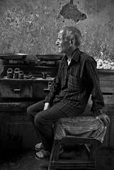 Old worker (Mehrnoosh Jalil) Tags: عمر کار نیمرخ پیرمرد فروشنده گذرعمر خستگی پیری ترازو