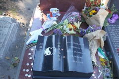, Bruce Lee's Gravestone (Always Flying) Tags: life time silence brucelee