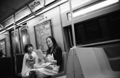 (Bernhard Benke) Tags: usa newyork underground subway reading blackwhite publictransportation traffic commute mta passanger kodaktmax400 konicahexar metropolitantransportationauthority