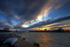 Sunset @ River Maas - Rotterdam (DolliaSH) Tags: light sunset sky sun holland color sol colors clouds sunrise canon river atardecer photography lights soleil photo movement zonsondergang rotterdam europe tramonto foto sonnenuntergang photos nederland thenetherlands wolke wolken paisaje nubes nuvens maas sole sunrays nuage nuages sonne kopvanzuid nube 1022 euromast skyer coucherdesoleil wolk puestadelsol zuidholland kumo moln nubi zakat southholland 50d canoneos50d oblaka solntse dollia dollias sheombar dolliash