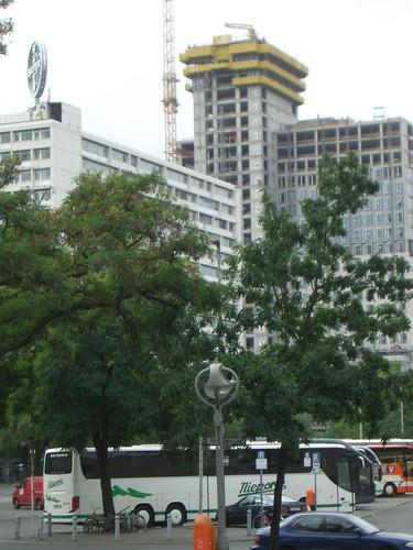 Blick vom Hardenbergplatz auf den Neubau
