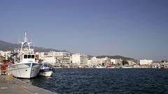 Blick zur Hafenpromenade in Volos (Dominik Truschner) Tags: sea canon boats eos meer harbour august boote greece 7d griechenland canoneos 2010 volos eos7d canoneos7d canon7d βόλοσ