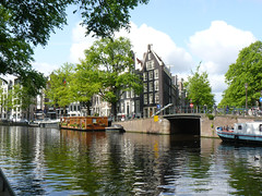 Prinsengracht en Bloemgracht (Canadian Pacific) Tags: bridge houses house holland building water netherlands dutch amsterdam architecture canal nederland prinsengracht kanaal brug huis centrum architectuur noordholland gebouw gracht huizen bloemgracht northholland koninkrijkdernederlanden prinsengracht158