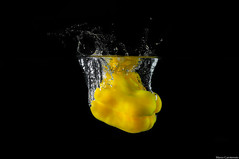 Peperone ( Marco Carotenuto ) Tags: life stilllife macro water fruits pepper photo google search still nikon flickr foto album flash vegetable drop minimal marco fav splash nikkor favourite acqua frutta favorita speedlight 55200 preferita verdura peperone sb900 carotenuto d300s nikonutentiromani