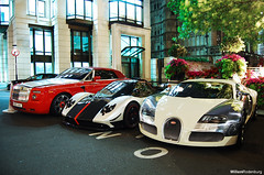 Rolls-Royce, Pagani en Bugatti (Willem Rodenburg) Tags: park uk red white 3 black detail london night photoshop hotel beige nikon nightshot unitedkingdom 5 stripes united picasa kingdom rr rollsroyce special chrome lane 164 rolls pearl 1855 carbon phantom 55 limited edition bugatti coupe dorchester royce cinque zonda willem centenaire londen combo veyron roadster lightroom pagani drophead d40 rodenburg