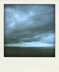 bring it back (duineser) Tags: sea sky clouds nuvole mare horizon rope cielo orizzonte cavo 0118 poladroid