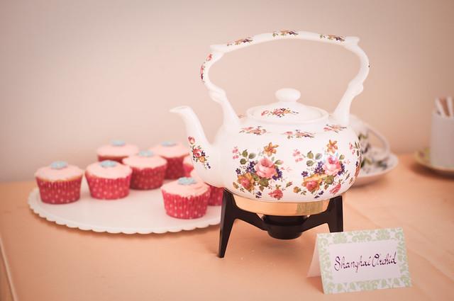Shanghai Orchid Tea & Vegan Rosewater Cupcakes