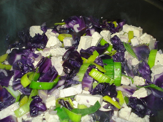 Tofu stir fry with red cabbage