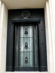 Paris (France),  porte de la SEITA quai d'Orsay, pas trs loin de la rue Nicot! (Marie-Hlne Cingal) Tags: door paris france puerta iron wroughtiron porta porte tr fer ferro eisen hierro seita ferforg detalhesemferro