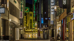 Hannover Nightlife (mmsig) Tags: 2016 architektur hannover stadt city urban night neon lights abandoned verlassen hanover shopping mile lzb nacht bulb exposure