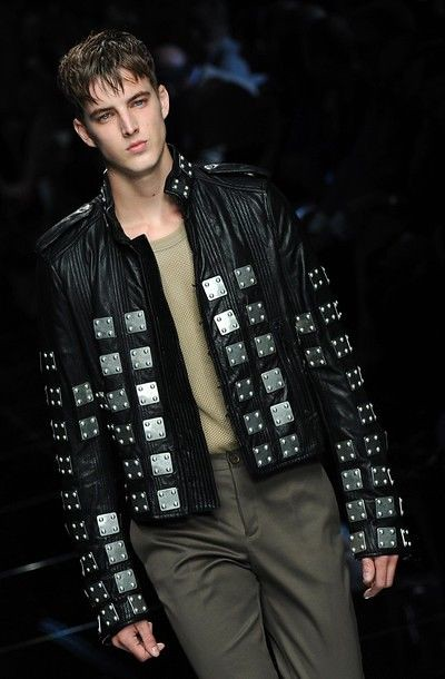 James Smith3113_SS11_Milan_Burberry Prorsum(daylife)