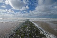 ost (grined59) Tags: sea mer beach clouds canon vent raw belgium belgique belgie nuage nuages oostende vague plage ostende belge 50d eole