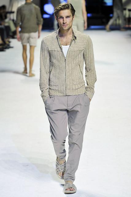 Texas Olsson3050_SS11_Milan_Dolce&Gabbana(VOGUEcom)