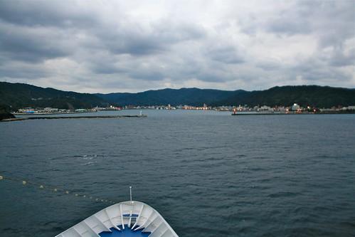 名瀬港に入港