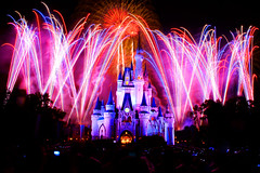 Celebrate America! [EXPLORED] (SpencerLynnProductions) Tags: waltdisneyworld 4thofjuly independenceday magickingdom 2010 lakebuenavista wheredreamscometrue fireworksspectacular sonya900