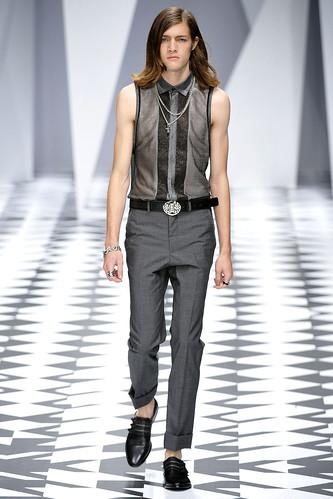 SS11_Milan_Versace0008_Marcel Castenmiller(VOGUEcom)
