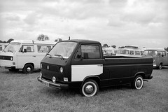 Beautiful Budel 2010: T3 pick-up (Ronald_H) Tags: bw beautiful 35mm volkswagen nikon air pickup t3 fe ilford fp4 2010 aircooled budel cooled worldcars bwfp 05bxxz