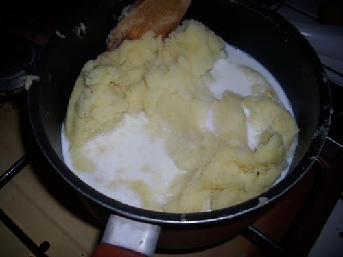 les pommes de terre écrasée et le lait