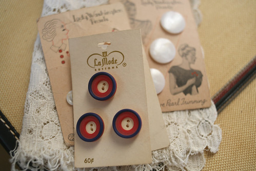 Brimfield Finds - Button Cards