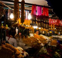Chiang Mai Flower Market (iuk) Tags: city flowers flower canon thailand flora asia market nightmarket chiangmai fiori fiore mercato thailandia changmai lightroom canonef50mmf18ii canon50 eos400d canoneos400d muangchiangmai mercatonotturno