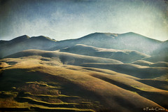 CASTELLUCCIO (Paolo Cirmia) Tags: sky texture canon landscapes italia natura cielo colori paesaggi libertà castelluccio