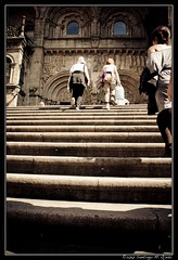 Un ltimo esfuerzo peregrino (Santiago Ojeda) Tags: stairs corua cathedral steps catedral santiagodecompostela compostela escaleras subir escalones xacobeo seora acorua jacobeo jubileo santiagoojeda