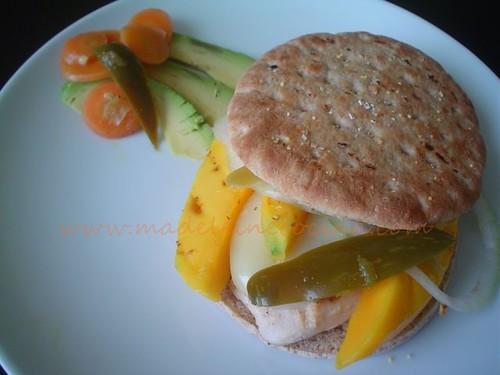 Hamburguesa de pollo y mango