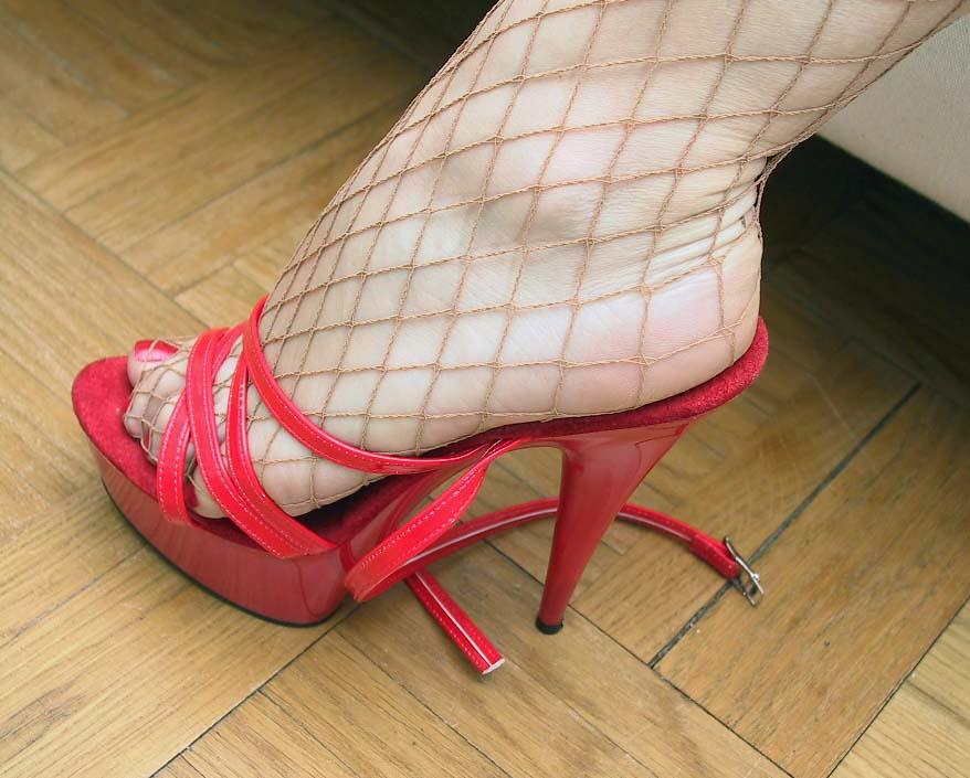 Photography softcore women feet alluring ass!