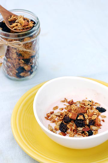 maple almond granola & greek yogurt