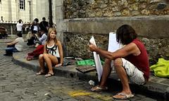 caricature de Montmartre (lachaisetriste) Tags: portrait paris nikon montmartre dessin rue artiste touriste d700 portraitiste
