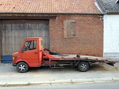 MERCEDES 307D Plateau (xavnco2) Tags: old red france rouge mercedes plateau camion mercedesbenz trucks picardie lorries somme autocarro dpannage 307d louvencourt